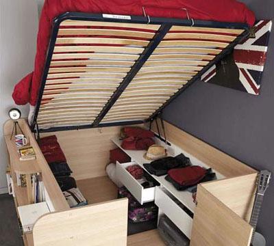 A cama com baú embaixo, pode ser um mini armário (Foto: BR.Pinterest.com.br)
