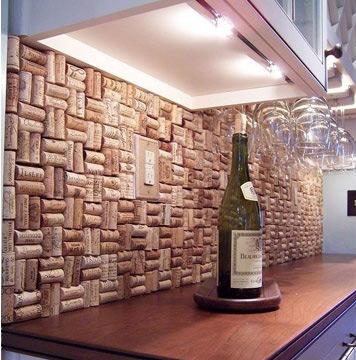 Também em quantidade maior, as rolhas vão bem se coladas na parede; fazem molduras de quadros, arranjos de parede e o que mais a imaginação permitir (Foto: Reprodução/Pinterest)