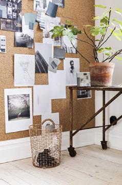 Além de imprimir personalidade, a cortiça na parede ganha uma funcionalidade a mais (Foto: br.pinterest.com.br)