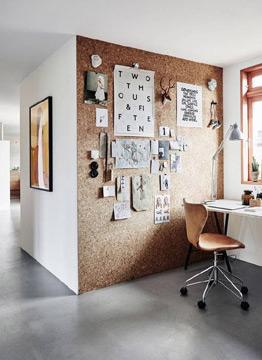 No home office é possível criar um belo painel de cortiça (Foto: br.pinterest.com.br)
