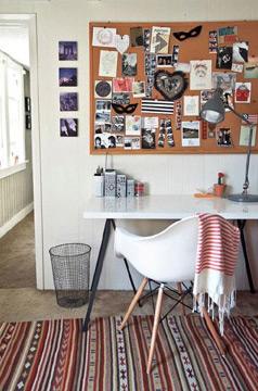 O tradicional mural de cortiça também tem lugar garantido na decoração (Foto: br.pinterest.com.br)
