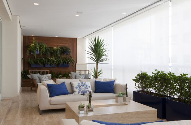 Usar plantas na decoração, como nesse projeto de Marcelo Rosset, em Higienópolis (região central de São Paulo), está em alta em 2017
