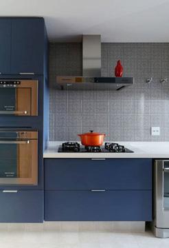 Os móveis também pode levar o tom para a decoração (Foto: Pinterest)
