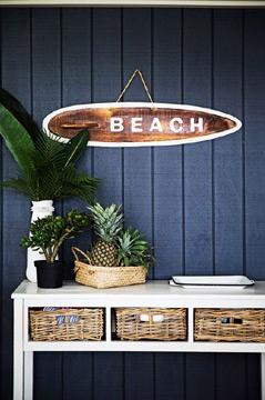 O azul-marinho também pode estar em uma decoração mais praiana (Foto: Pinterest)