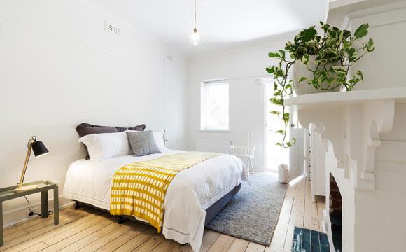 Busque tapetes aconchegantes e macios para este ambiente (Foto: Shutterstock)