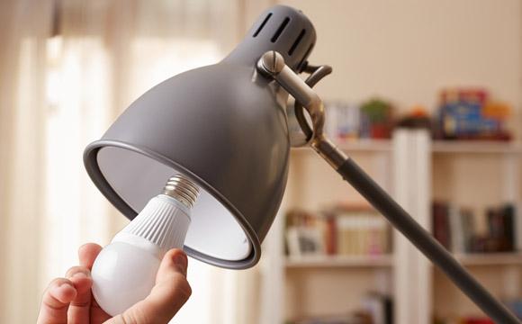 Aquela luminária maravilhosa vai continuar incrível com lâmpadas de LED (Foto: Shutterstock)