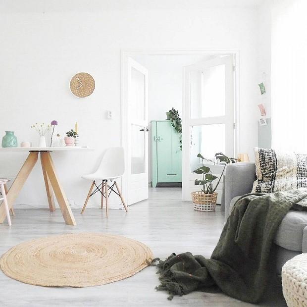 A dica da blogueira para combinar cores é apostar na base neutra e priorizar dois tons no décor (Foto Reprodução/Instagram)