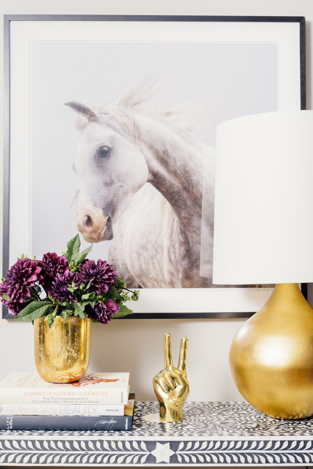 Obras de arte, livros e outros acessórios devem ser usados em todo o décor. São eles refletem a personalidade dos moradores (Foto: Divulgação)