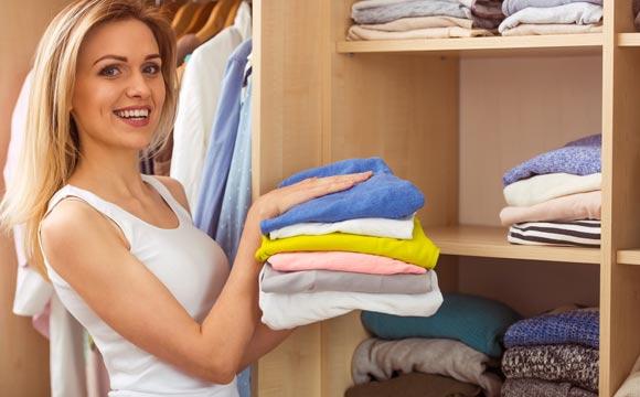 Manter o guarda-roupa organizado é sempre um desafio (Foto: Shutterstock)