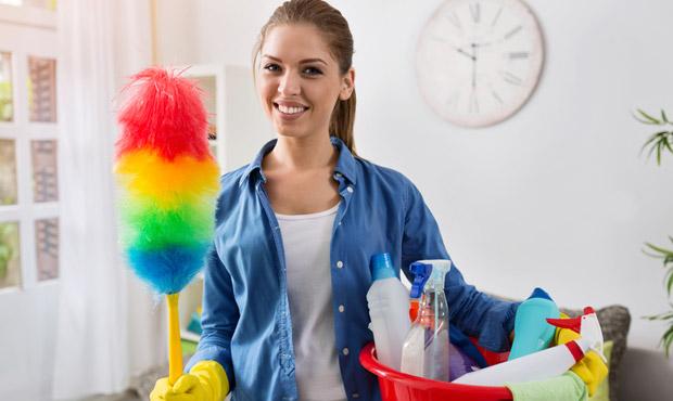 A primeira faxina da casa é sempre um desafio (Foto: Shutterstock)