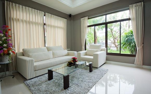 Independentemente do tipo de piso escolhido, preservar o revestimento da sala é algo básico (Foto: Shutterstock)