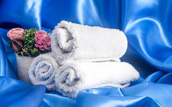 Para evitar que as toalhas se estraguem rapidamente, alguns cuidados podem aumentar a durabilidade (Foto: Shutterstock)