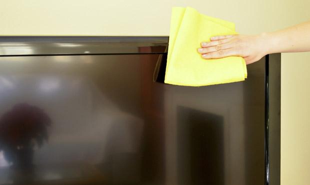 As telas de LCD ou de LED que compõem o aparelho são comuns de se sujarem e precisam de atenção quanto à limpeza (Foto: Shutterstock)
