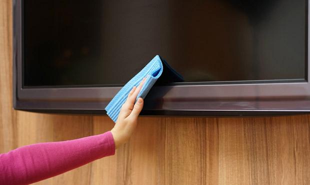 A limpeza não deve ser feita de qualquer jeito e a técnica aplicada, junto com bastante paciência, é fundamental para ter um resultado positivo (Foto: Shutterstock)