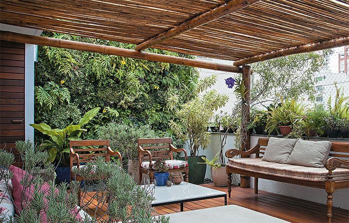 A empresa de jardinagem Boobamboo instalou o jardim vertical para esconder a vista do prédio vizinho na cobertura. Para facilitar a manutenção, o muro verde recebeu pontos de irrigação automática Gui Morelli/Casa e Jardim