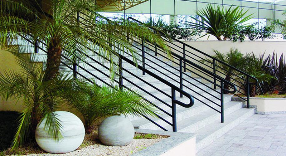 Escadaria de entrada/saída - Centro Empresarial Pereira Barreto